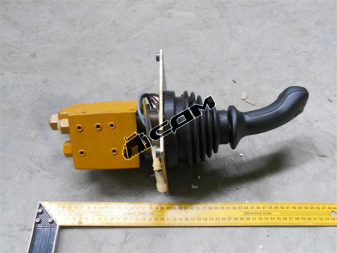 Клапан управления гидравлической системой (джойстик 1 рукоятки) CDM855 DXS160388